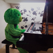 ピアノ弾く